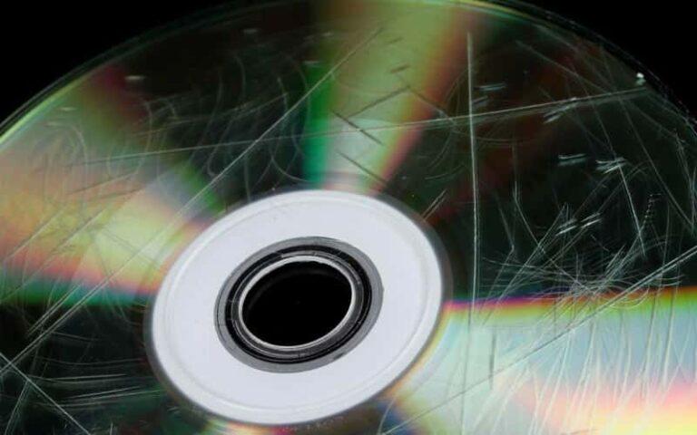 ¿Cómo reparar un CD rayado?